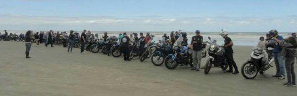 Perfiladas na praia - foto de Júlio Recchia