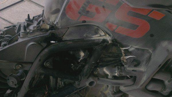 Detalhe da BMW F 800 GS incendiada