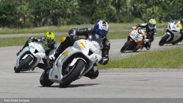 Fernando Cabral (moto 86 Nikkei racing Team Kawasaki) foi a revelação do Racing Day Nordeste. Aluno da AGB quebrou recorde e andou muito!