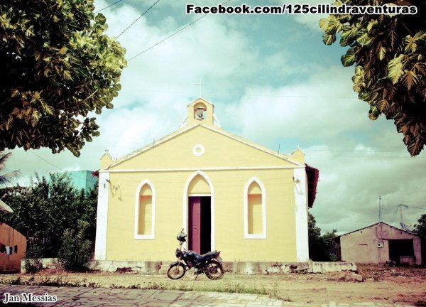 Capela da nova vila de São José de Piranhas, com a pequena 125 em frente