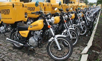 Correios, exemplo de grande frotista de motos; a opção por esse veículo trouxe agilidade na entrega de correspondências e encomendas