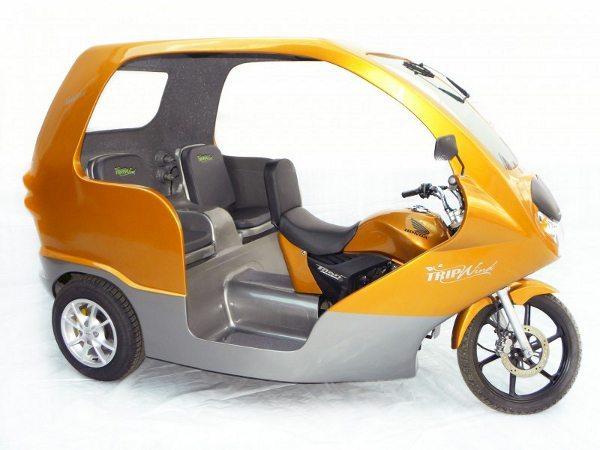 Honda Titan transformada em trike para transporte de passageiros; pode ser alternativa para o serviço de moto-taxi