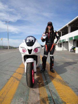Vanessa Daya, piloto e colaboradora do Portal Motonline