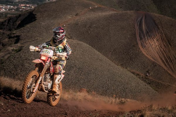 Sabrina Katana, piloto da categoria Feminina do Enduro da Independência