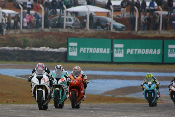 A categoria GP 1000 teve disputa intensa entre Diego Faustino e Luciano Ribodino