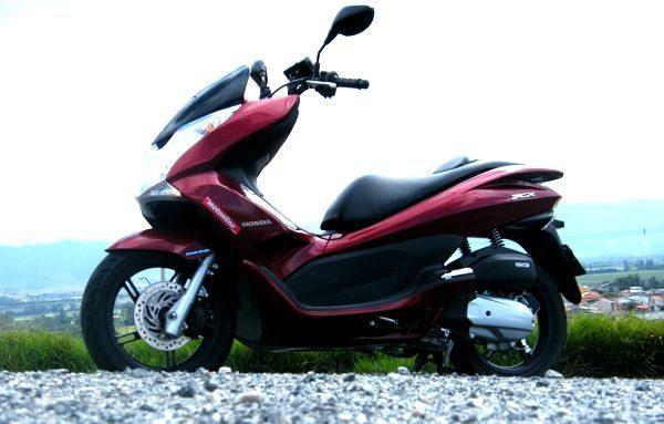 O Honda PCX tem 150cc mas parece que tem mais