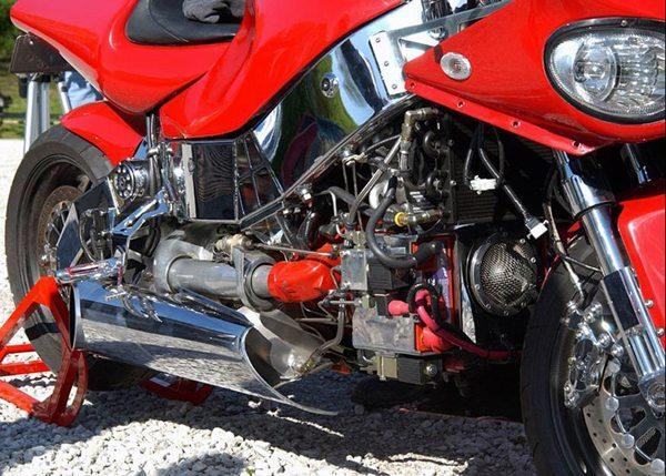 """O motor é """"aninhado"""" no chassi"""