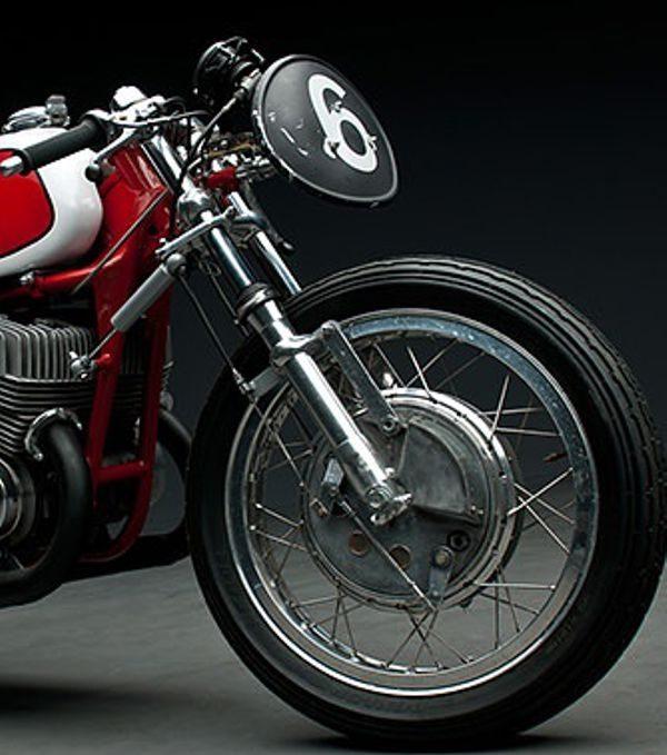 As bengalas italianas Ceriani fizeram tanto sucesso que virou padrão da indústria por vários anos e o sistema dela ainda hoje é usado nas motos mais populares