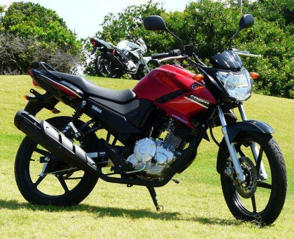 Design remete à irmã mais forte de 250cc