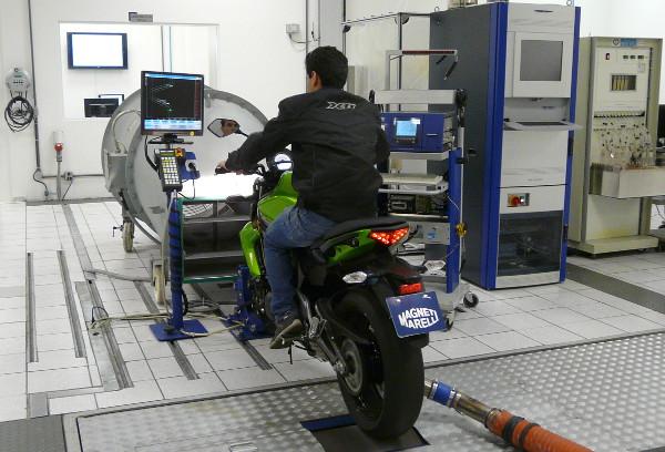 Simulação de emissões para motos até 300 km/h