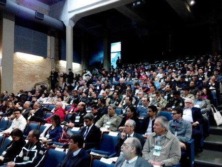 Teatro da Faculdade de Medicina da USP estava lotado: tema gera grande interesse, mas pouca ação efetiva
