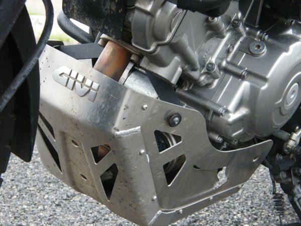 Para completar os equipamentos para aventura na 650 V-Strom um bom protetor de motor não pode faltar