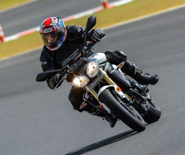 Moto leve tem a frenagem e aceleração beneficiadas pelo pouco peso