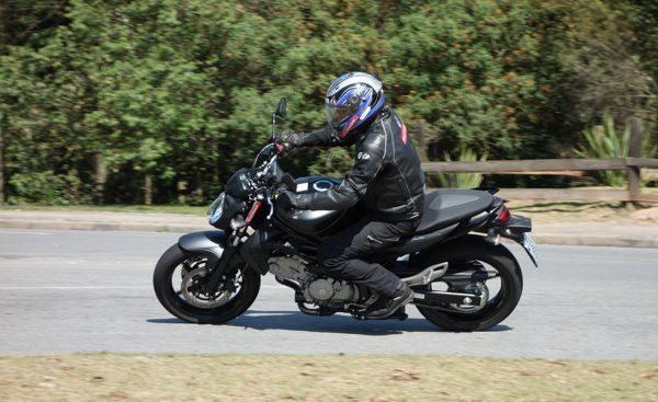 A Suzuki Gladius é uma moto rápida nas curvas e bastante ágil