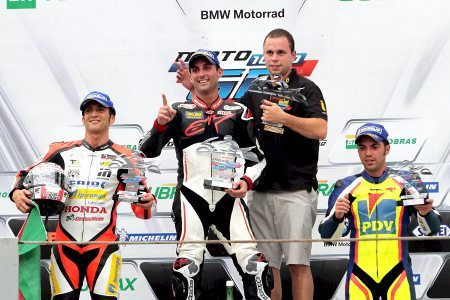 Pódio da GP 1000 em Interlagos teve Diego Pierluigi em primeiro, seguido de Miguel Praia e Wesley Gutierrez