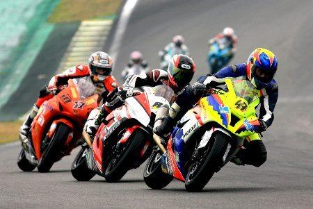 Corrida da GP 1000 bastante disputada neste domingo em Interlagos