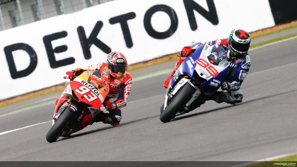 Batalha eletrizante entre Lorenzo e Márquez nas últimas voltas