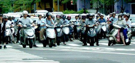 Nos países asiáticos os scooters são o meio de transporte das massas