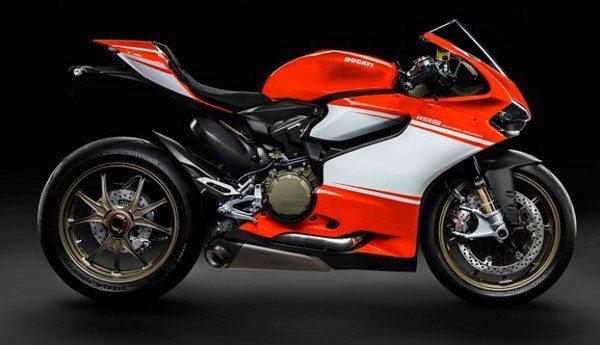 A melhor relação peso-potência para uma moto produzida em série: 0,7 kg/cv