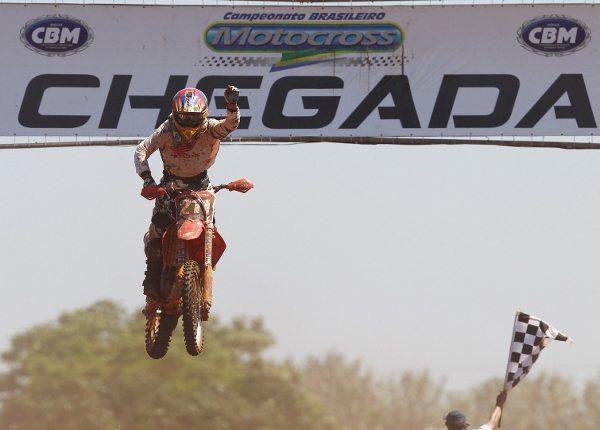 Paulo Alberto vence na somatória das duas baterias da MX1 no Paraná