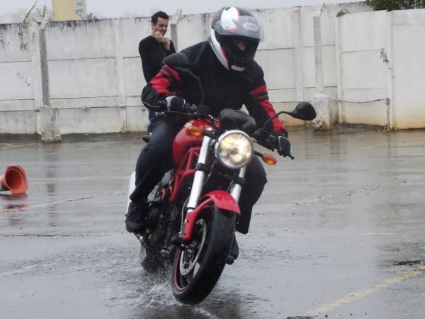 Sem competição: a maioria dos pneus possuem características médias de desempenho, tanto na chuva quanto na pista seca