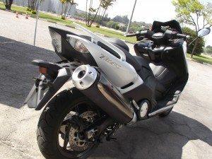 Rodas aro 16 lhe dá várias características de motocicleta