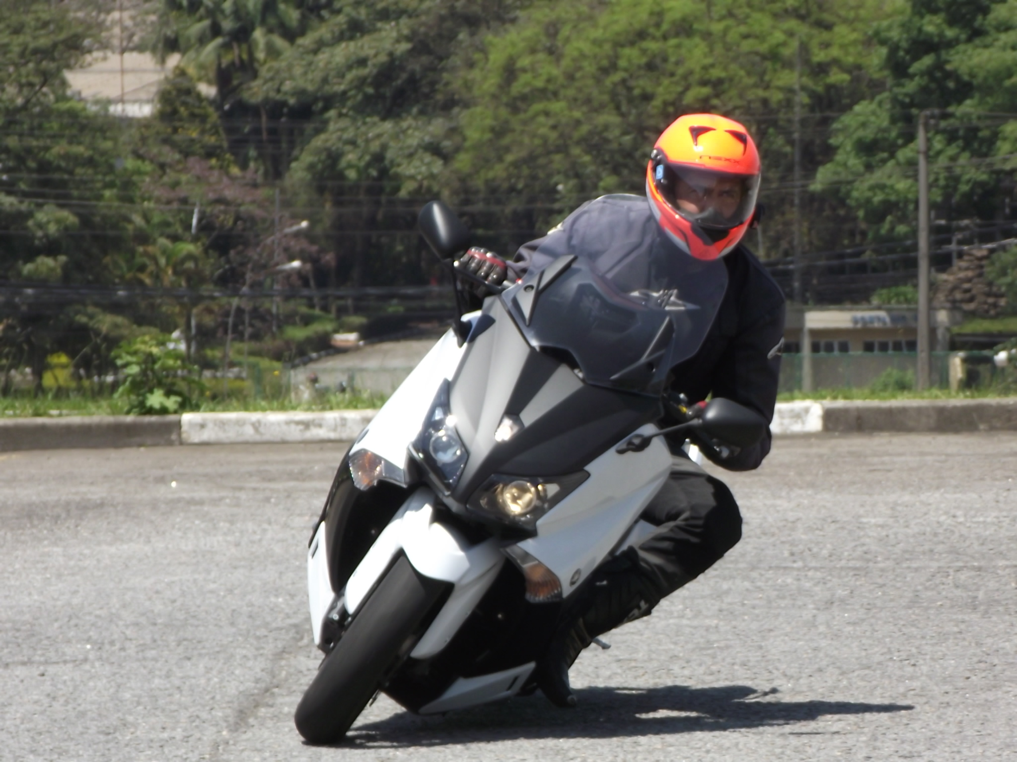 T-Max, um scooter com performance de moto