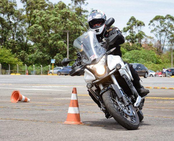 Segurança nas re-acelerações em saídas de curvas, graças à tração eletrônica