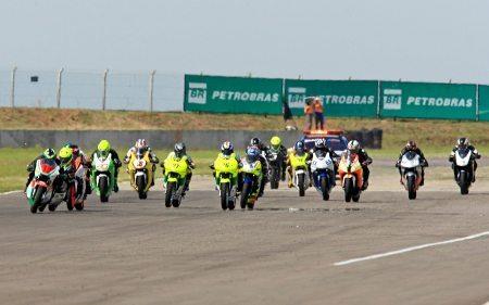 Largada da GPR 250 na 6ª etapa do Brasileiro de Motovelocidade