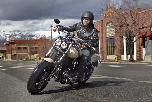 A Nova Dyna® Fat Bob® foi praticamente toda reformulada para acentuar ainda mais seu estilo Dark Custom