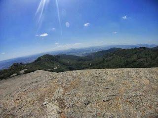 A Pedra Grande atrai praticantes de esportes radicais e pessoas que querem apenas contemplar a natureza
