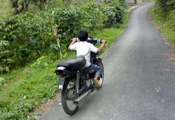 Muitos pais entregam motos para seus filhos menores de idade