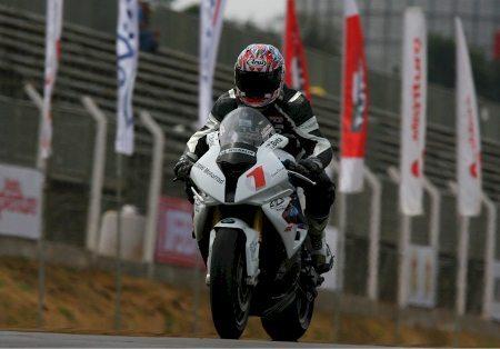 Luciano Ribodino, atual campeão, lidera a temporada de 2013 do Moto 1000 GP
