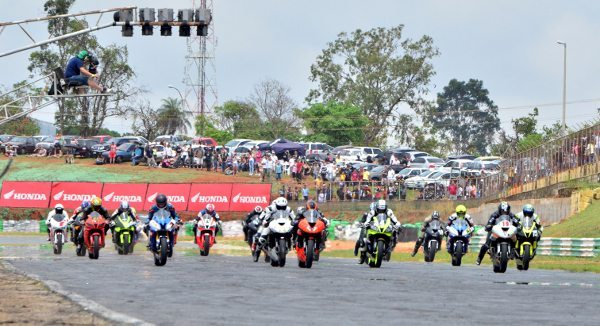 Largada da categoria 600cc SuperSport