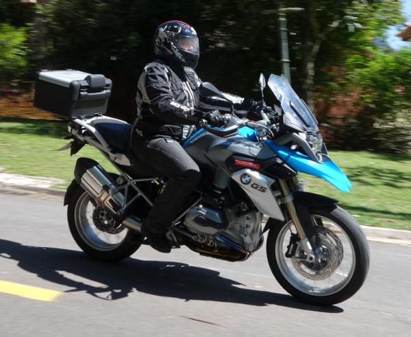 """BMW R 1200 GS na cidade: a """"moto-tradição"""" está mais moderna do que nunca"""