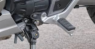 Sem pedal de câmbio; demora para se adaptar