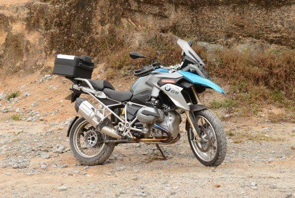 A BMW R 1200 GS na terra: pilotos experientes usam modo Enduro-Pró, sem qualquer controle eletrônico