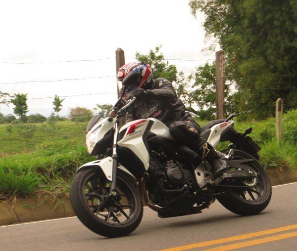 CB50-F moto leve gosta de curvas