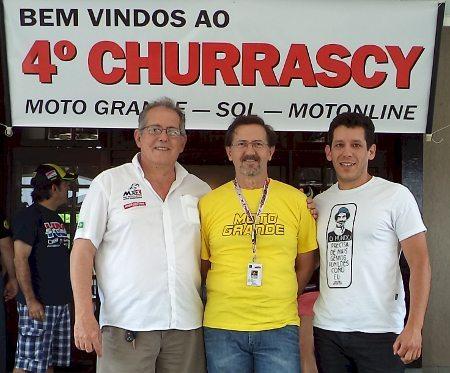 O anfitrião Velcy (ao centro) e os motonliners Mário Sérgio e Jota Nunes