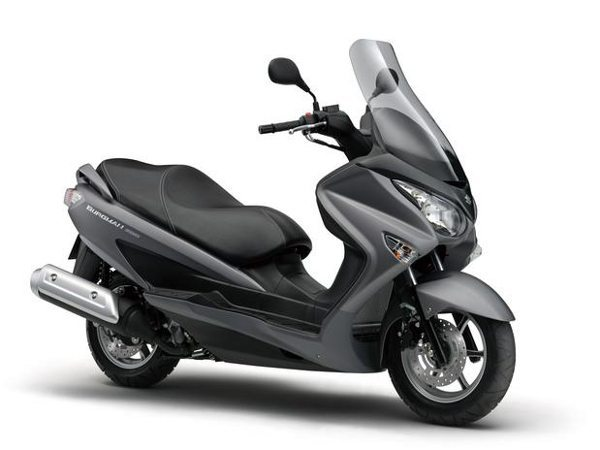 Suzuki Burgman 200 ABS. A Suzuki diz que faz 35,1 km/l