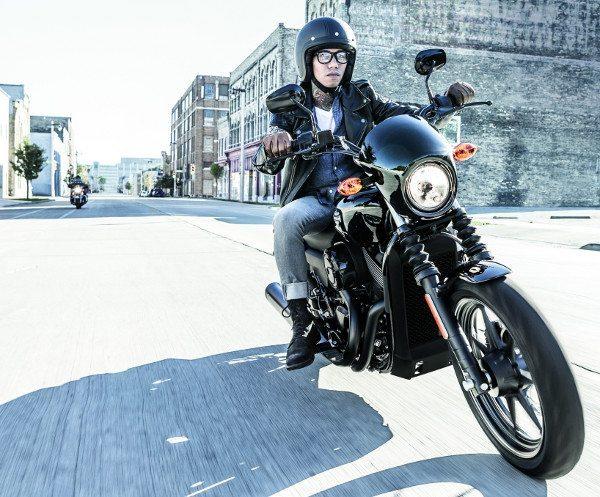 Duas motos feitas para jovens urbanos