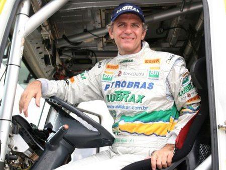 André Azevedo na boléia do seu caminhão no Rally Paris-Dakar