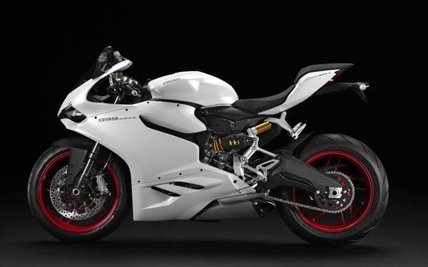 Linhas inconfundíveis da Ducati em um corpo esguio é quase sensual