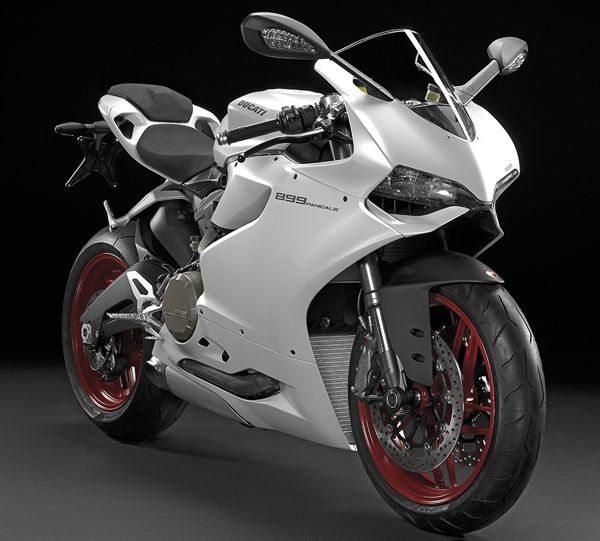 A nova Ducati Panigale 899 vem com a novidade de um chassi monocoque em alumínio