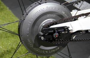 Alguns modelos de e-bike tem o motor elétrico acoplado à roda traseira
