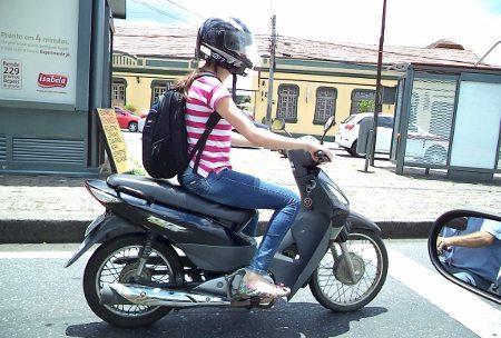 O número de mulheres motociclistas cresce a cada dia
