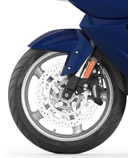Freios combinados em sistema hidraulico ajusta automaticamente a distribuição entre dianteiro e traseiro, com ABS