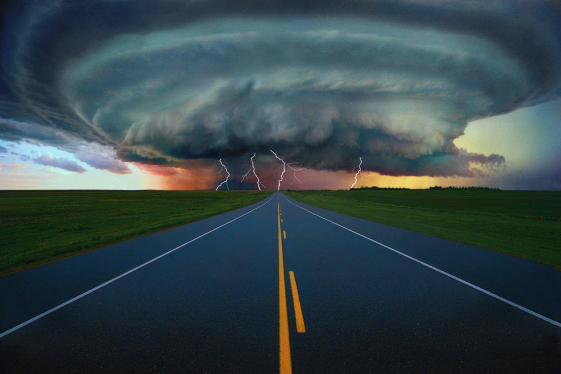 Em vista de uma situação dessas se prepare, a chuva pode vir acompanhada de torrentes de vento perigosas para o motociclista