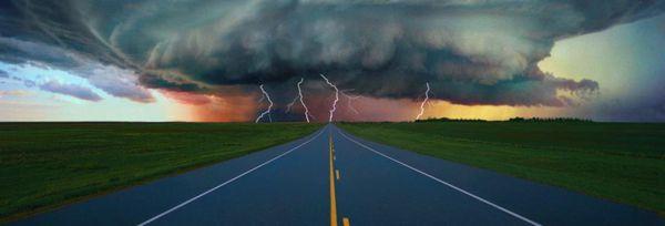 Diante de um cenário como esse, prepare-se, pois a chuva pode vir acompanhada de correntes de vento perigosas para o motociclista