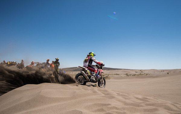 As dunas foram um duro teste para as motos e pilotos na 3ª etapa do Dakar 2014 - foto de Victor Eleutério